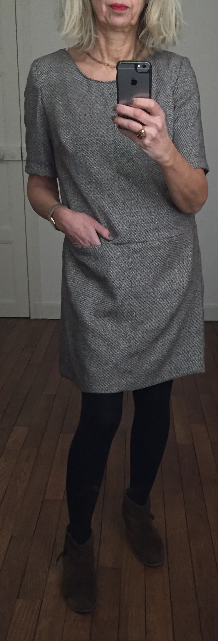 Robe Grace de la Maison Victor revue hiver 2014, lainage légèrement irisé