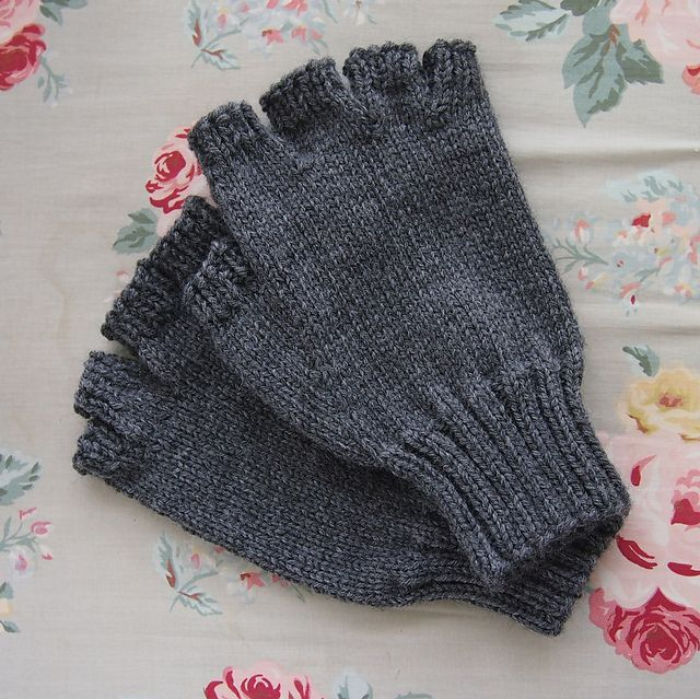 Men's Fingerless Gloves pattern by J. Campbell