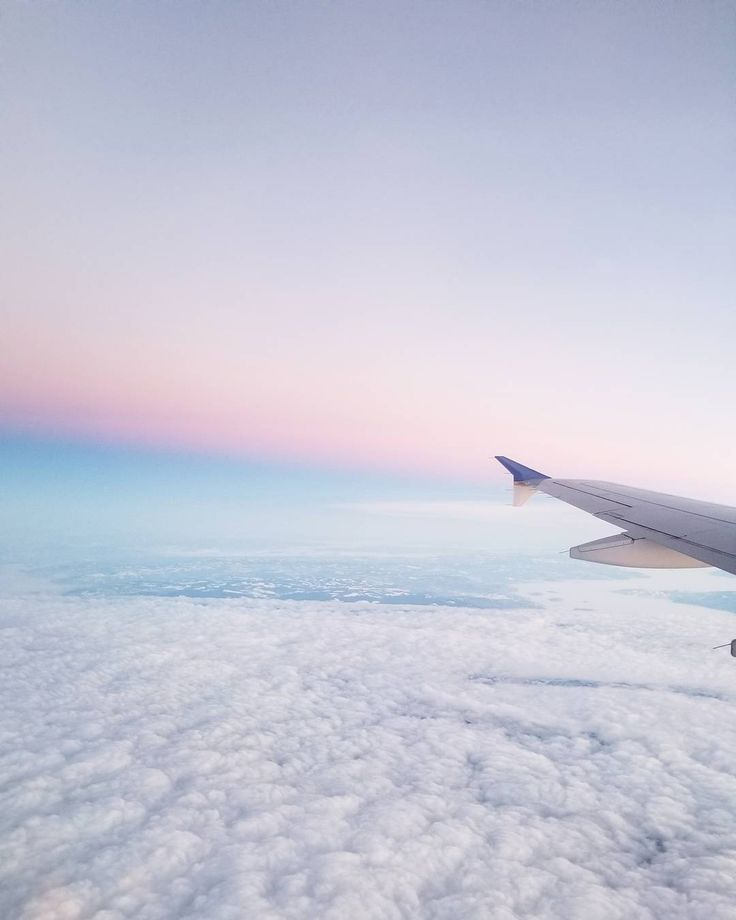 I used to be afraid of flying now I constantly find myself on a plane going somewhere . . . . . #skysthelimit #travel #getoutside #explore #jotravels #exploretheworld #samsung #photo #camera #welltravelled #beautiful #sky #unitedairlines #love #views #sunrise #moments #capturememories #adventure #memories #flying #plane #potd #instagood #photooftheday #pastel #clouds #chicago