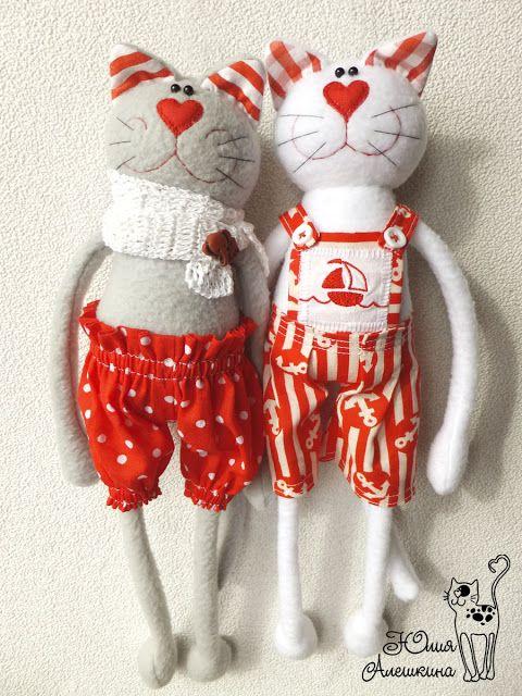 Котики в красном. В полный рост