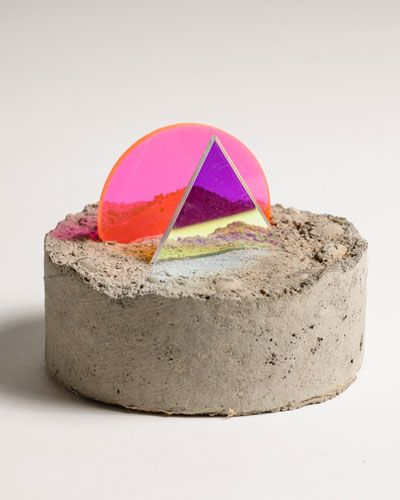 Esther Ruiz. Sculpture with neon pink acrylic, mirrior, and concrete. #contemporary #art #minimal