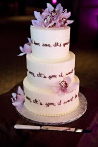 Adding a favourite quote is a lovely touch to add to a custom wedding cake.