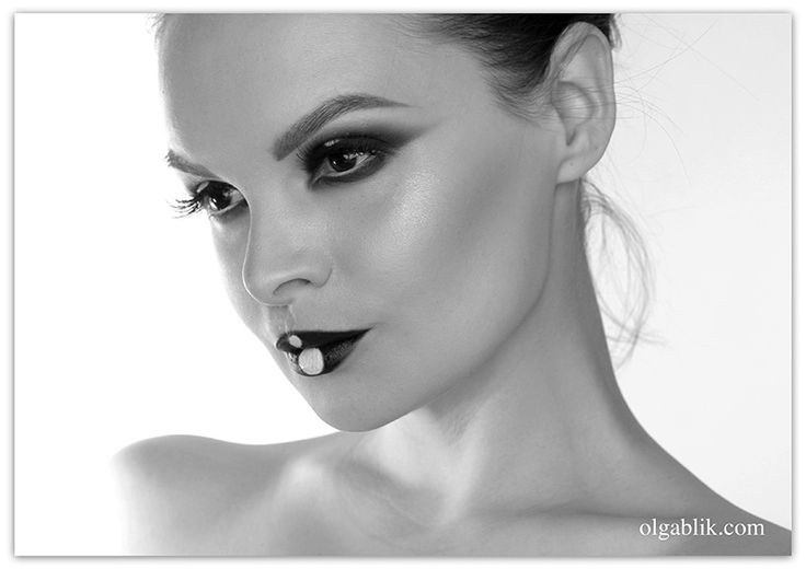 Black and white makeup smoky eyes