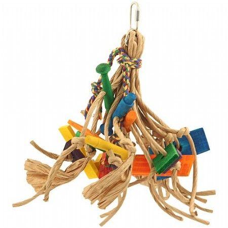 Snipperspeelgoed voor papegaaien. Gemaakt van stevig gedraaide papieren touwen met gekleurde houten blokjes.