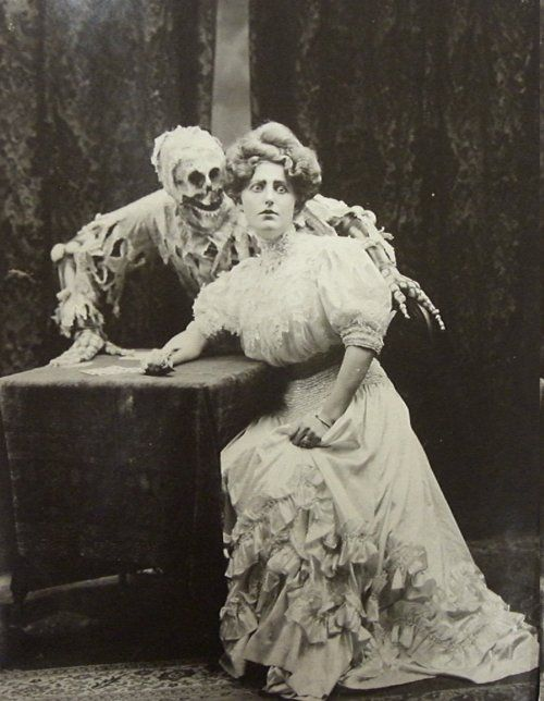 Boo!Creepy, Vintage Photos, Households Items, Spooky, Death, Old Photos, Victorian Era, Halloween Photos, Old Photographers