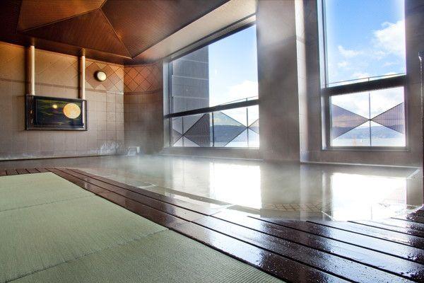 < 癒しの畳風呂>滑りにくく安心、防菌、防カビ効果もある畳風呂。足下がいつもあたたかい。