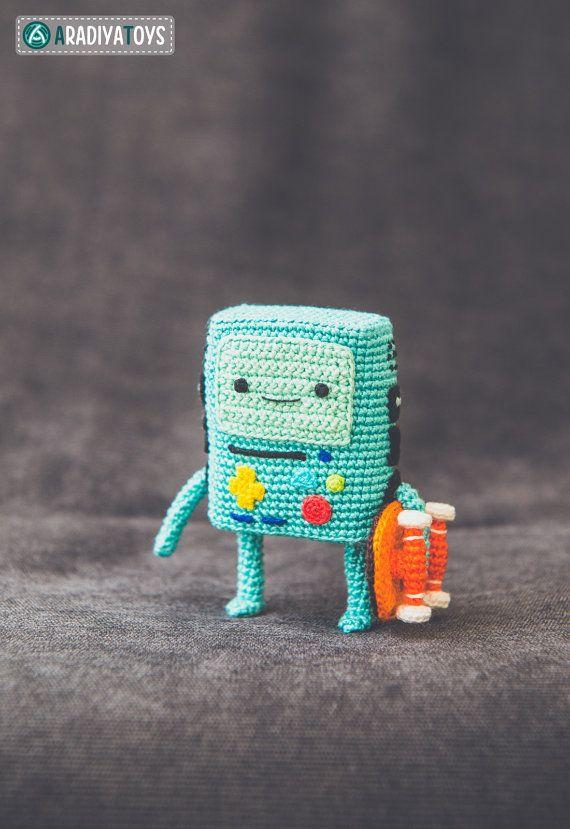 Hey, diesen tollen Etsy-Artikel fand ich bei https://www.etsy.com/de/listing/258229801/crochet-pattern-of-bmo-from-adventure