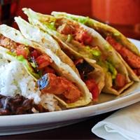 Tacos piccanti di pesce... Questi devo provarli! - Fiery Fish Tacos with Crunchy Corn Salsa