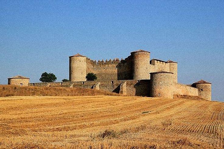 """CASTLES OF SPAIN - Castillo de Almenar, fortificación ubicada en la localidad soriana de Almenar de Soria.Los restos más antiguos datan del siglo X. Posteriormente, en el siglo XV, se construyó el recinto interior, y las almenas del muro exterior, después, se modificaron las torres del castillo.Durante largos periodos, fue la residencia de Carlos II y Felipe V. Además, sirvió de inspiración al poeta romántico Gustavo Adolfo Bécquer para escribir algunas de sus famosas """"Leyendas""""."""