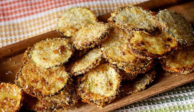 Dietní cuketové chipsy s parmezánem