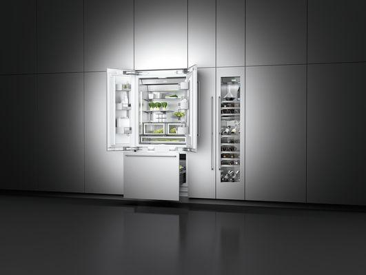 Gaggenau #wijnklimaatkast RW414 in een compacte en moderne koelwand. Hier samen met Gaggenau koel-/vriescombinatie RY492