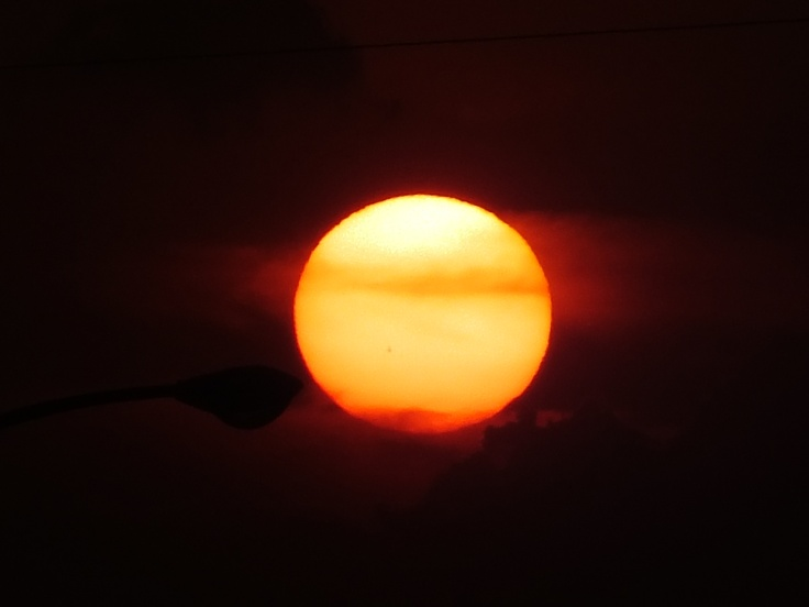 """5.MAY.2012 Aichi,Japan """" Sunset """"  An enlargement ; Sunspot ; Never let the light of hope fade in your heart. 写真18時29分撮影 気温25.5℃ 湿度54.8% 気圧998.6hPa 風速1.6m/s東 ー 場所:東名高速道路 上郷SA"""