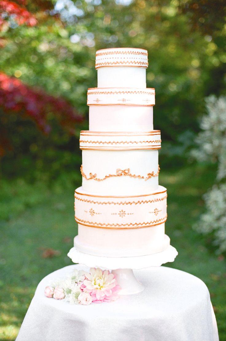 Wedding Cake Inspired by Hatboxes, pastel o cake con tortas en forma de cajas de sombreros