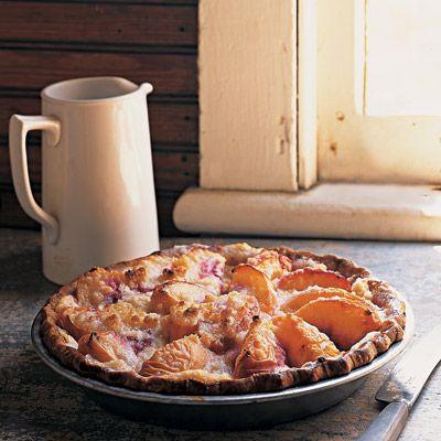 Die reichhaltige Textur und die leichte Herbheit der Creme Fraiche ist eine ideale Folie für …   – pies