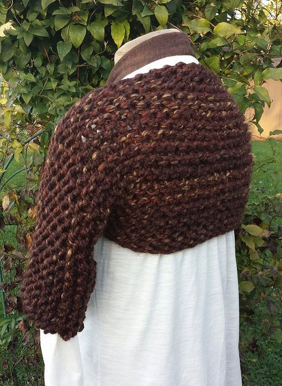 C'est pour le tricot patron faire le jardin haussement d'épaules, un confortable, douillet, facile-à-porter haussement d'épaules!  Ce projet est évalué à débutant.  Points employés: monter, tricot, Bind off  Utilise n'importe quel fil Super volumineux tels que de la marque au Lion Wool-ease épais et rapide et grand droits aiguilles à tricoter. Rapide et facile à tricoter. Pas de mise en forme, couture minimal.  PDF est un téléchargement instantané une fois le paiement se dégage.  S'il vous…
