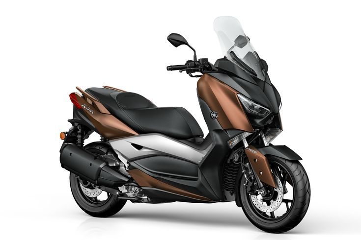 Yamaha reveals new maxi-scooter X-MAX before the global debut the EICMA 2016. It will be launched in march 2017.