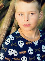 Für echte #Piraten das passende #Outfit: pirates & bones - Langarm-#Shirt mit Piraten, Fischgräten und anderen Skeletten. Gerade geschnittenes Unisex-T-Shirt.