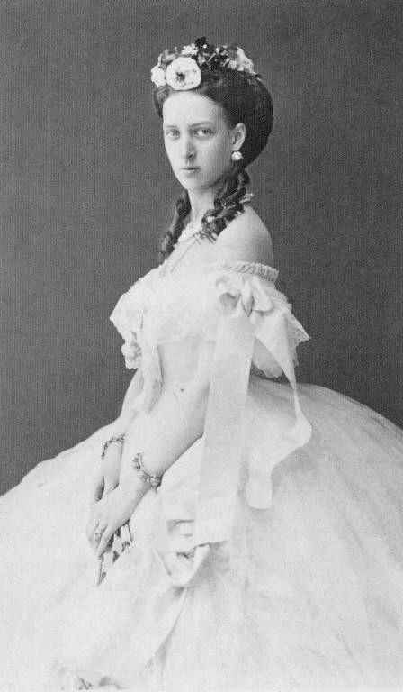 Queen Alexandra in her youth years. Maria Feodorovna (Nicholas' mother) was sister to Queen Alexandra of Great Britain, which explained the striking resemblance between Tsar Nicholas II and King George V.