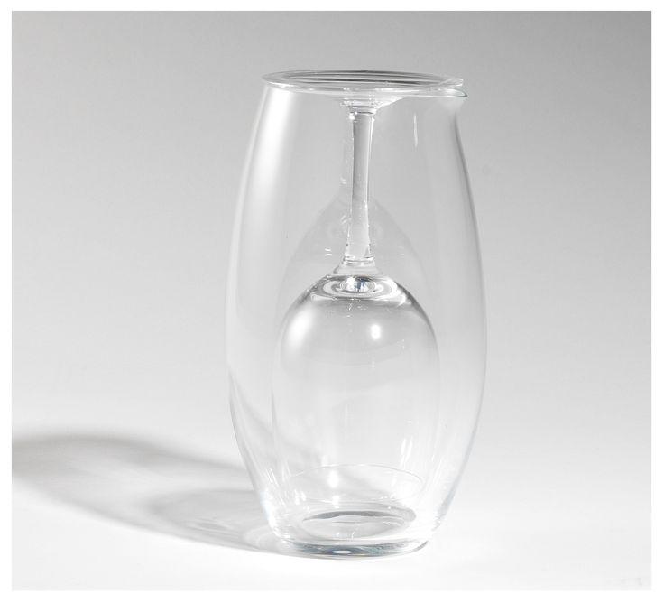 """""""Introverted"""" set: crystal #stemglass and #carafe for a refined #wine tasting with your friends. By Colle Vilca. /Set introverso - #calice e #caraffa in cristallo: una #degustazione raffinata per gli ospiti. Colle Vilca"""