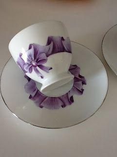 Šálek s podšálkem • porcelán s moderním dizajnem r. 2012