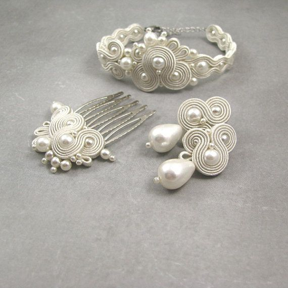 Check out this item in my Etsy shop https://www.etsy.com/listing/477046825/ivory-white-earrings-bracelet-hair-comb