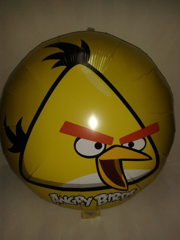 Arma una divertida decoración con globos de Los Angry Bird.