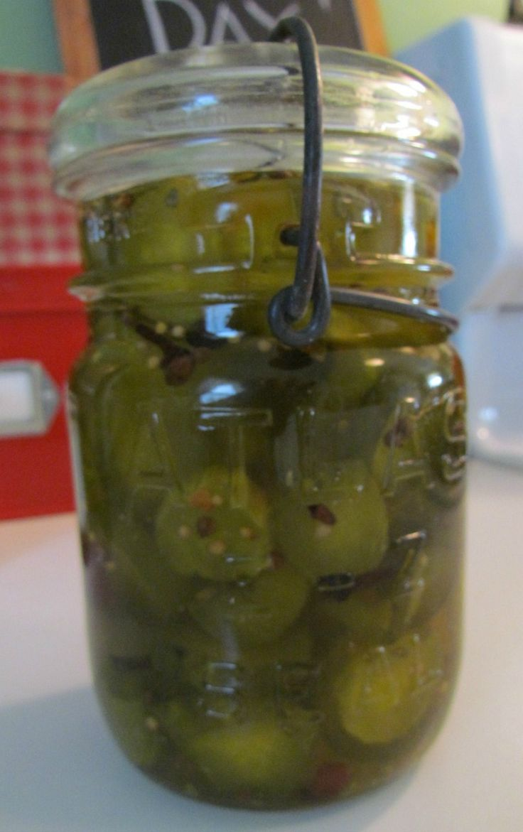 Turn store bought dill pickles into yummy, homemade sweet icicle pickles...so easy and delicious!