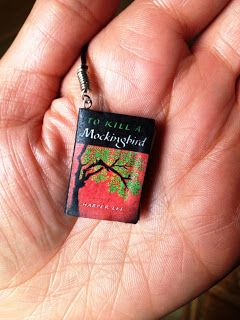 """How to make your own """"Mini Book"""" Bookmarks - posted in the blog 'buttons and paint' - what a great project for gifts!"""