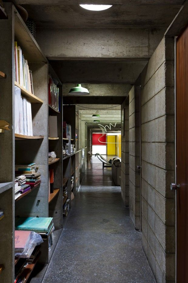 <p>The Japanese-Brazilian artist Tomie Ohtake was always a color lover and when she arrived in Brazil in 1936 she quickly found the home of her dream in Sao Paulo. The 8,000 SqFt (750m²) property is a