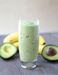Smoothies de chia, aguacate, coco y frutos rojos para nutrir tu piel. #Smoothie #Superfood #Delicious #Chia #Aguacate #Avocado #Recipe
