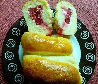 """""""Влажные"""" пирожки с творожно-вишнёвой начинкой"""