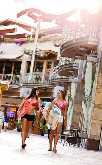 Surfers stroll a Honolulu street (Image: Hawaii Tourism Authority (HTA)/Tor Johnson)