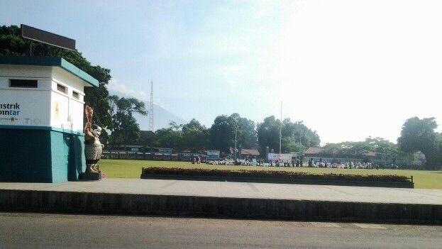 Kegiatan masyarakat yg memanfaatkan alun-alun kota #Purwokerto #Banyumas