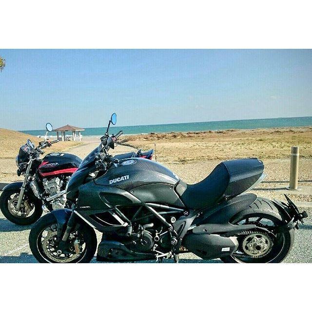 【cb_hide】さんのInstagramをピンしています。 《#ツーリング#風景#バイク#バイクのある風景#ホンダ#バイク#自然#CB1300#伊良湖岬#ドゥカティ#ディアベル#海#ディアベルカーボン#view#motorcycle#CB#ducati #diavel#nice#hondamotorcycle#honda#natural#diavelcarbon#ducatidiavel#bike#bj_mycar#sea》
