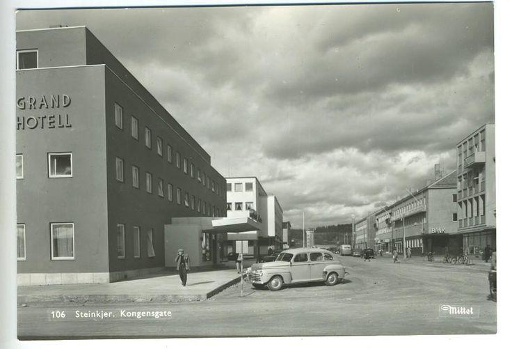 Steinkjer i Nord-Trøndelag Kongensgate Grand Hotell 1950-tallet  Utg. Mittet