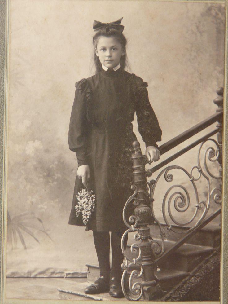 Гімназистка ( школярка ) 1908 р.
