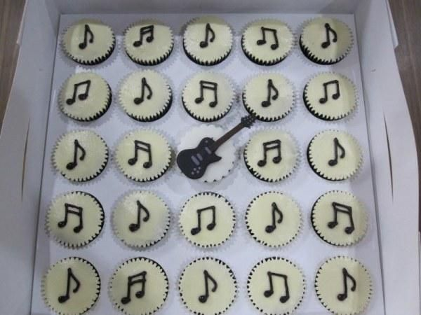 CREATIVE EDIBLE TABLE DECORATIONS IMAGES | Edible Decorations and Ideas for Music Themed Party, Table Decoration ...
