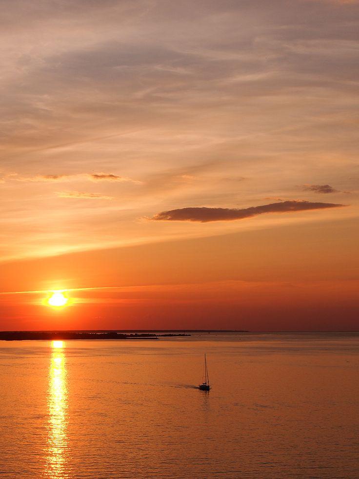 Ikimuistoinen auringonlasku risteilyllä.