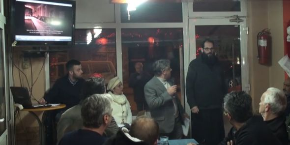 Έντονος διάλογος ιερέα με οπαδούς του Αρτέμη Σώρρα σε καφενείο  ΒΙΝΤΕΟ