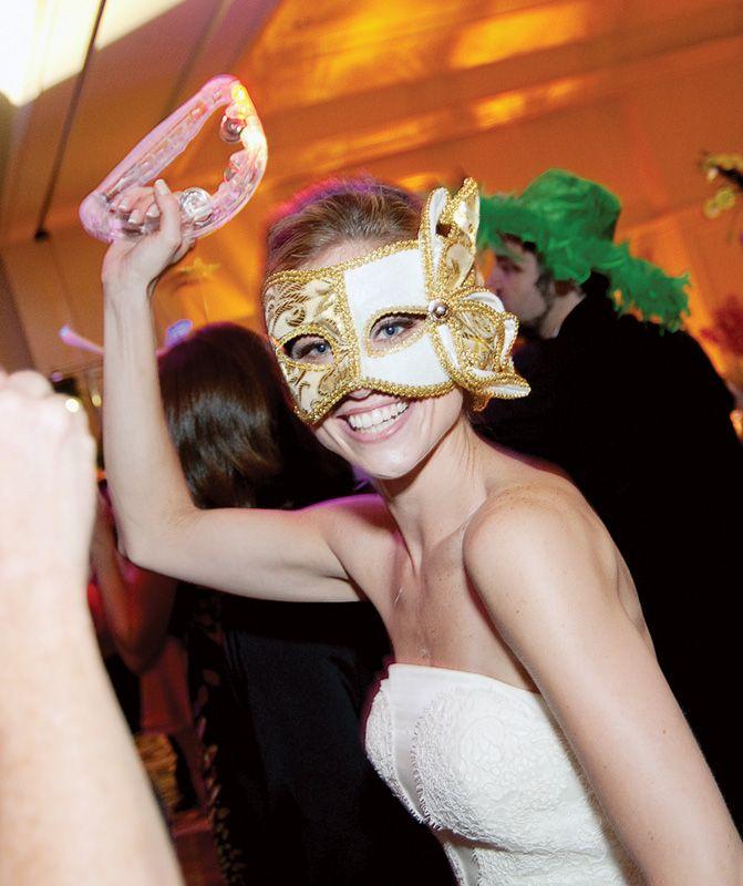 Wedding Trend: La Hora Loca | Weddings Illustrated