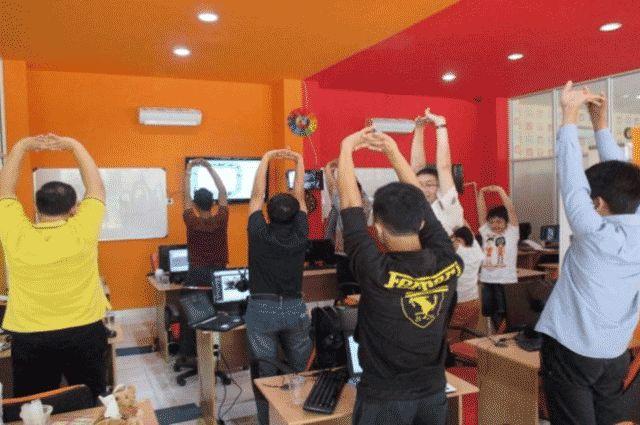 Stretching (Peregangan) Oleh Murid DUMET School Tempat Kursus Website, SEO, Desain Grafis Favorit 2015 di Jakarta