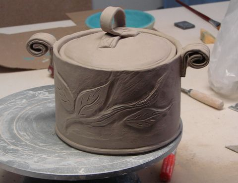 Potters news, ceramics resources,clay instruction,pottery information