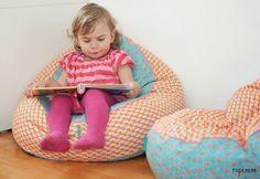 Um das Kinderzimmer der wilden Dame zu verhübschen habe ich ihr zwei schöne Sitzkissen nach der Anleitung von StraightGrain  genäht. Der Blo...