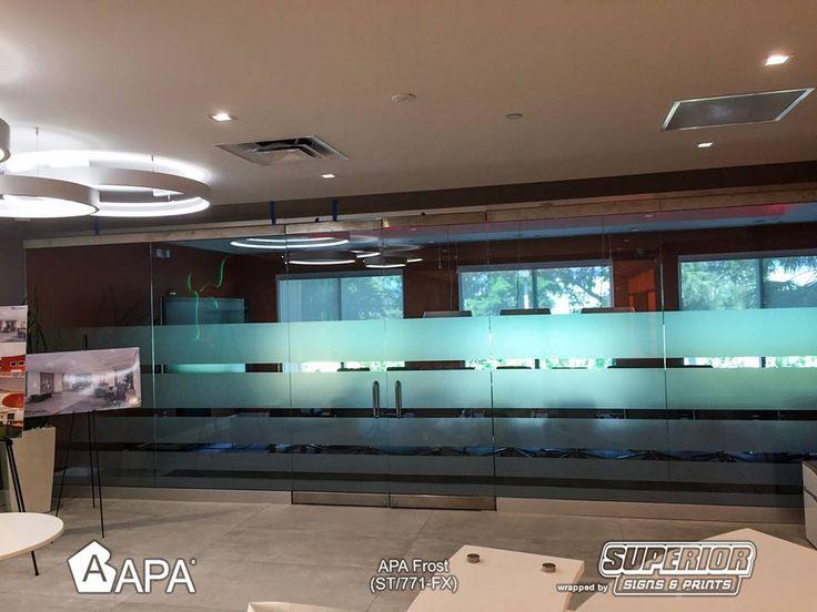 "APA Frost (ST/771-FX): film pvc effetto smerigliatura per la decorazione di vetri, cristalli e specchi, con adesivo riposizionabile canalizzato ""RepoTack Air Free System"".  APA Frost (ST/771-FX): self-adhesive vinyl for elegant decorations with a frosted effect on glass and mirrors, with repositionable adhesive ""RepoTack-Air Free System"". #selfadhesive #apastickers #apafilms #apafolie #apavinyl #apa #apainside #apafrost #apainteriordesign #frostedeffect"