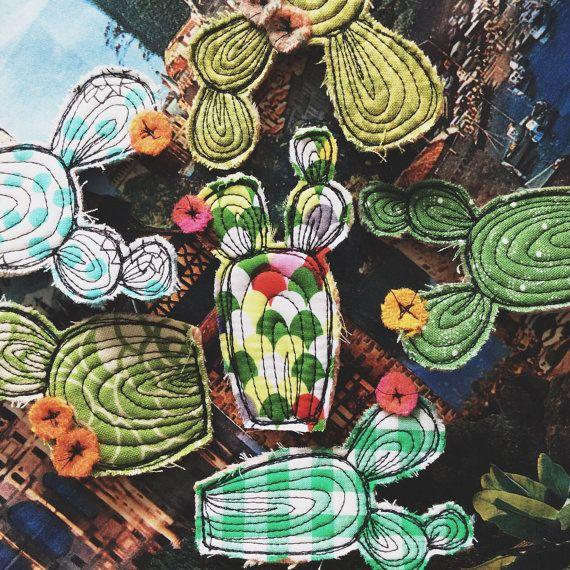 Broche de cactus dibujado hilo Aqua por alittlevintagestore en Etsy