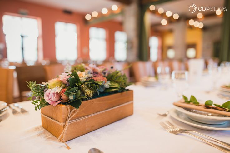 wedding table decoration flowers in a box