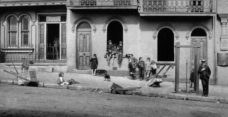 Surry Hills terraces at 73-77 Foveaux Street to be demolished 1913. Contributed by City of Sydney Archives.