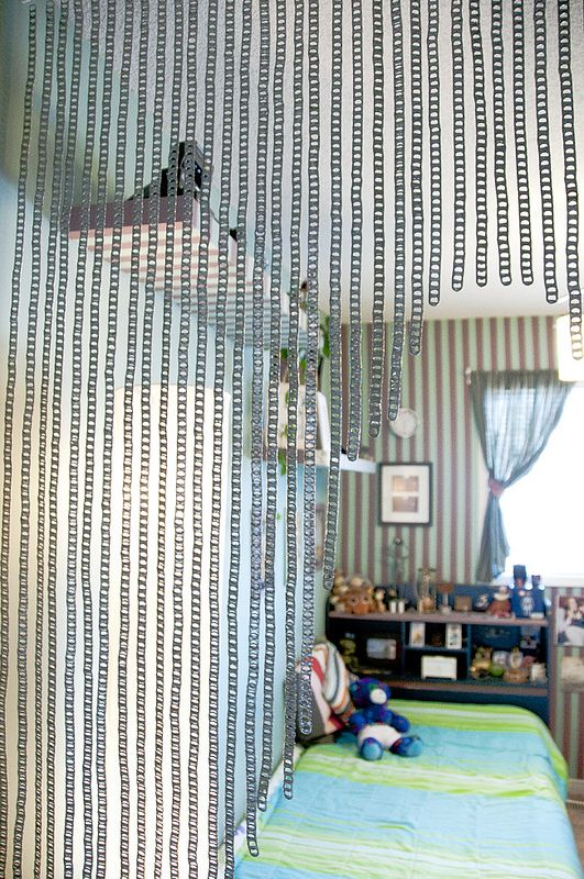 Soda can pull tab curtain; how to make it. The method of joining the tabs is useful also for other projects