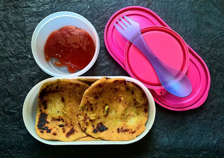 In Box -  Broccoli Potato Paratha and Tomato sauce  Recipe for Broccoli Potato Paratha - https://madraasi.com/2017/02/27/broccoli-potato-paratha/  #madraasi #lunchbox #lunchboxideas #kidslunchbox #kidslunchboxrecipe #Indianlunchbox #mylunch #mondaylunch #vegetarianlunchbox #tamillunchboxideas #lunchtime #lunchboxrevolution #kidslunchboxrevolution #immadraasi #foodblogger #food  #southIndianlunchbox #paratha #paratharecipe #broccoli #broccoliparatha #alooparatha #broccolipotatoparatha…