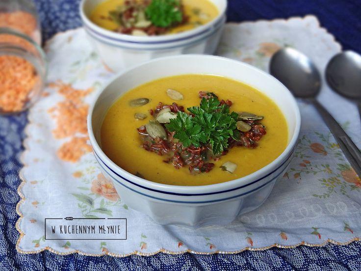 Kremowa zupa z batatów z kruszonką z czerwonego ryżu